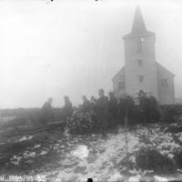 Begravelse. Begravelsefølge ved graven på Klepp kirkegard.